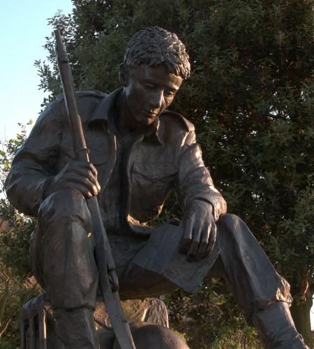 Statue WW2 solider